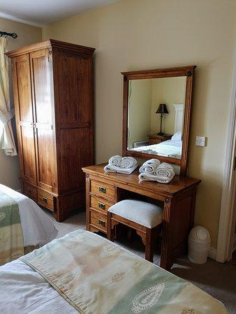 Bodyke, ไอร์แลนด์: Twin room downstairs