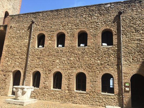 Foto de Castello di Montefiore Conca