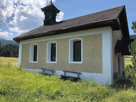 Stalden, Szwajcaria: Kapelle direkt neben dem Restaurant