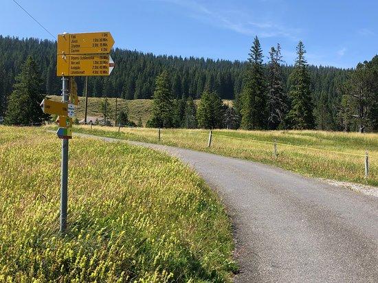Stalden, Szwajcaria: Wegweiser beim Restaurant Schwendi Kaltbad