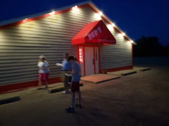 Middleville, MI: Outside of Red's entrance, leaving fully satisfied with dinner!