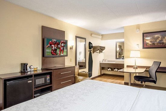 Red Roof PLUS+ Washington DC - Oxon Hill: superiorkingroom