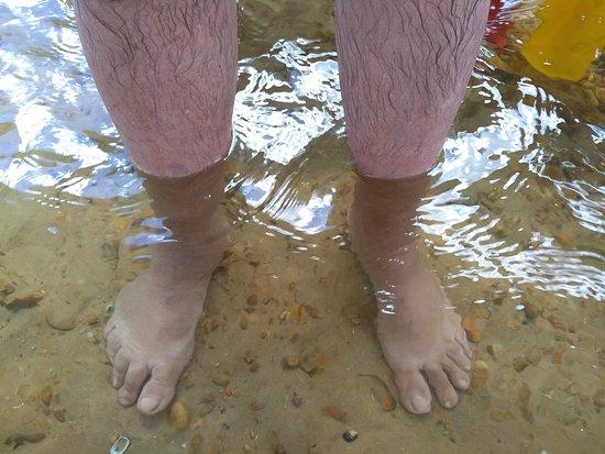 Peixe, TO: A praia é de água muito transparente e corente....