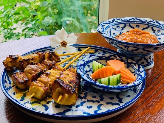 Satay  Your beer buddy! Juicy meat with the peanut sauce. Set with refreshing pickles