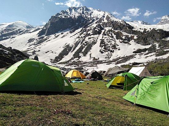 Jagatsukh, อินเดีย: Deo Tibba Base Camp Trek