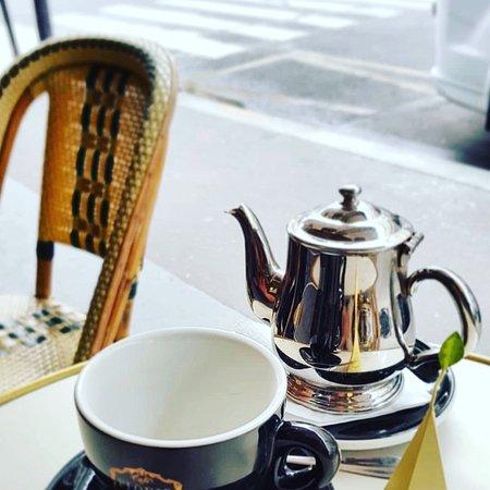 Pour bien continuer la journée, petit pause thé ! Alors vous venez nous rejoindre ? ☕️😊  Merci à @jowakade pour cette belle photo !