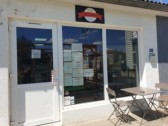 Lezay, Francja: Façade