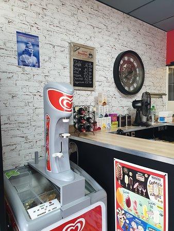 Lezay, Francja: Interieur du restaurant