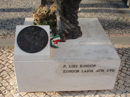 ‪Estatua do Padre Luis Kondor‬