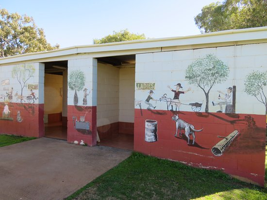 Morven, Австралия: Colourful Toilet Block