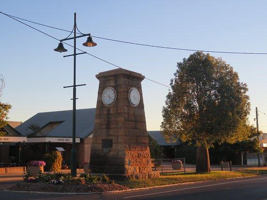 Sir Thomas Mitchell Memorial