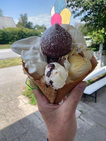 Beddingestrand, Sverige: DanskJävel - huge portion of nice icecream