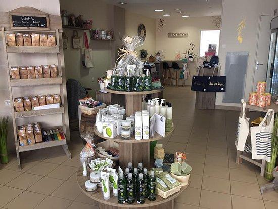 Carentan-les-Marais, Francja: La boutique_Le Comptoir de Marius_Carentan_Epicerie Moderne_Cosmetique & Restauration à toute heure
