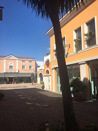 Palmanova Outlet Village (Aiello del Friuli): AGGIORNATO ...