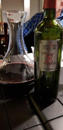 Variada vinoteca, deliciosa comida y excelente atención