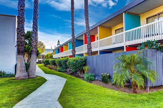 Entrance - Picture of The Anaheim Hotel - Tripadvisor