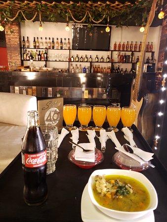 Mesitas del Colegio, โคลอมเบีย: Restaurante moderno para todo tipo de turista diferente y novedoso