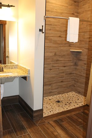 Roll in shower Aspen suite