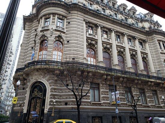 El Palomar, Argentina: Capturing the architecture design