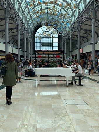 Τεράστιο Εμπορικό Κέντρο