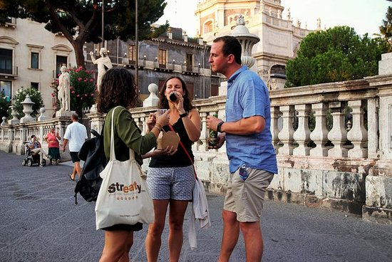 Essen Tour von Catania bei Nacht