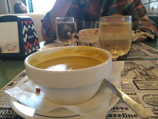 מחוז אביירו, פורטוגל: Soupa y vinho branco para reponer fuerzas en PATRIMONIO CAFFE