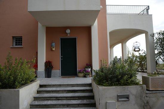 Condofuri Marina, Włochy: Il portone di ingresso della villa