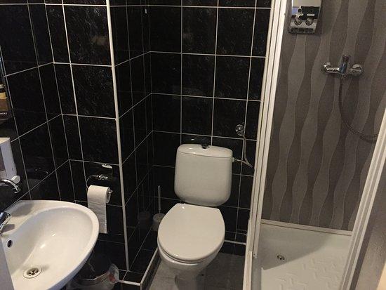 Jastrzebie-Zdroj, โปแลนด์: łazienka w jednym z pokoi