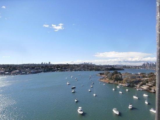 Gladesville, أستراليا: Looking towards Sydney along Parramatta River from Gladesville Bridge.