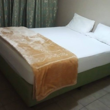 At Scovia Guest we offer affordable, good quality accommodation for every budget. The Guest House is situated in the beautiful and evergreen central of Ermelo. Close to all major roads. The quiet surroundings and tropical climate make this the ideal place to sleep over, rest and relax.
