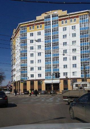 В этом здании расположены апартаменты Аврора