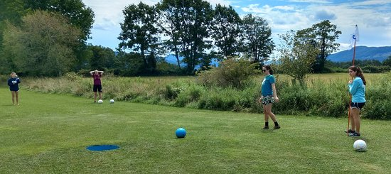 Canaan Valley, Virginia Occidental: Yesterday, Chip Shots had the privilege of hosting the Calvary Chapel youth group from Morgantown, WV. What an amazing, wonderful group of folks. Thanks so much for coming down