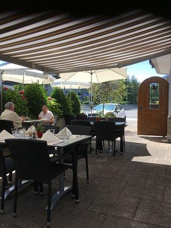 Siebnen, Suiza: Ambiance Garten-Restaurant