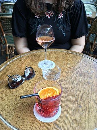 Le Scossa: Negroni and wine.