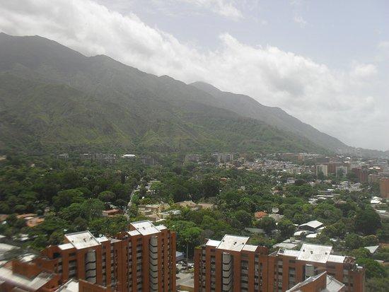 Pent House se vende en los Av. Los Dos Caminos preciosa vista de Caracas. Usted merece estar aqui con su familia