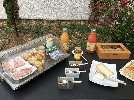 Cahuzac-sur-Vere, Francja: petit déjeuner gourmand, maison