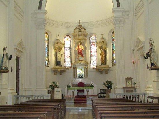 Parroquia San Francisco Javier: INTERIOR