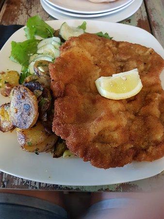 Wat een super restaurant . Echt Duits gegeten .super personeel en heerlijke schnitzel en rollade!!!