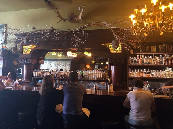 Port Costa, CA: Beautiful 'restored' bar with great selections!