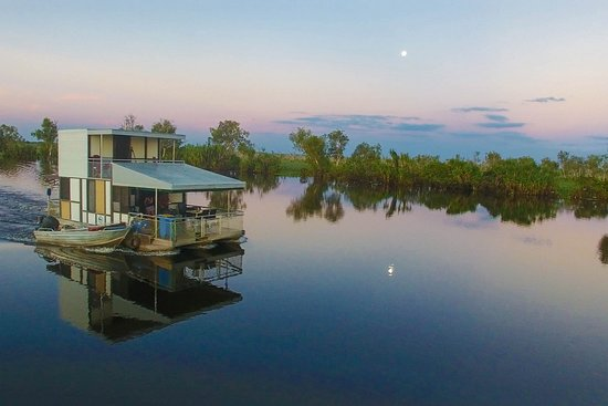 Marrakai, Australia: 6 Person Houseboat, overnight hire, easy self-drive houseboats with kitchens, bathrooms with hot showers and BBQs.
