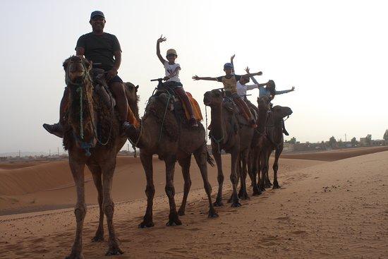 Excursion privée dans le désert du Sahara au départ de Marrakech : Camel riding to our desert camp