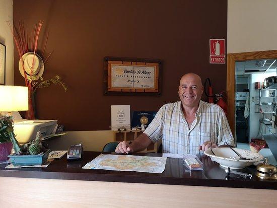 Ateca, Hiszpania: Recepción y Antonio, el gerente del hotel