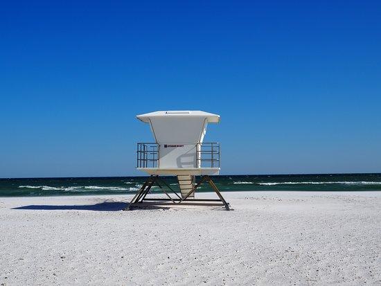 Florida Panhandle, FL: Kennt ihr die Forgotten Coast in Florida? Einsame Strände wie hier in Pensacola - bezahlbare Unterkünfte und mehr!  https://teilzeitreisender.de/roadtrip-in-amerika-meine-lieblingstrecken-der-us-98-highway-und-die-forgotten-coast-in-florida/