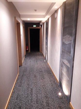 Propreté et décor des couloirs - Picture of Valff, Obernai ...