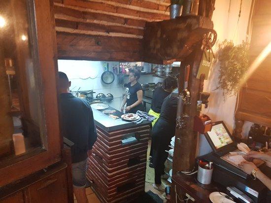 La Cueva, Espagne : Åpent kjøkken