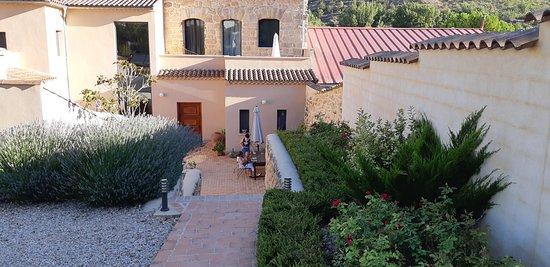 Villar del Maestre, Španielsko: Vista de la facha interior desde el jardin