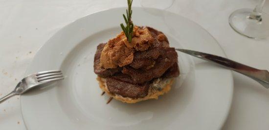 Villar del Maestre, Španielsko: Solomillo al foie con tartar de setas