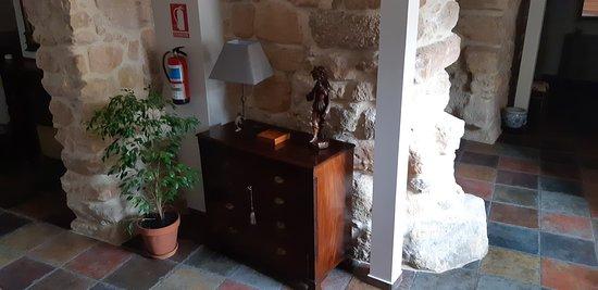 Villar del Maestre, Španielsko: Zona interior con muro original