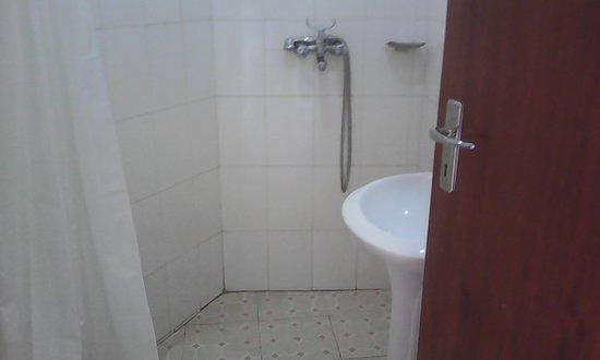 Plain Springs Hotel: Bath