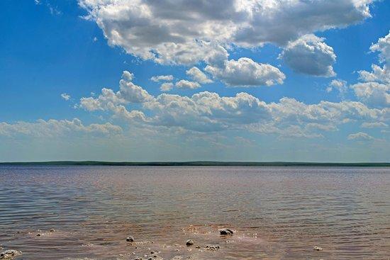 Sereflikochisar, Tyrkia: Пейзаж соленого озера Туз